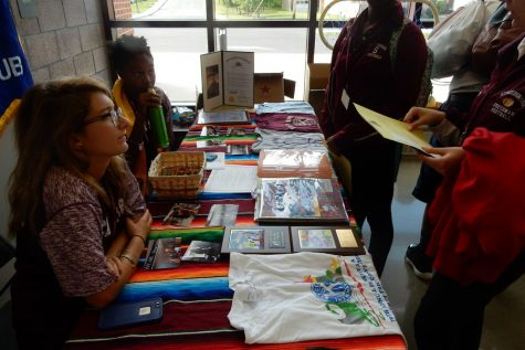 2016's Activities Fair sparks student interest in SHS's clubs
