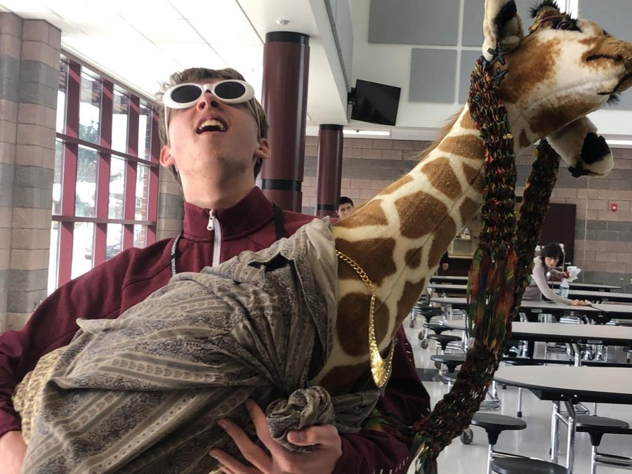 March Madness Giraffe Contest: Take a photo with Ralph!