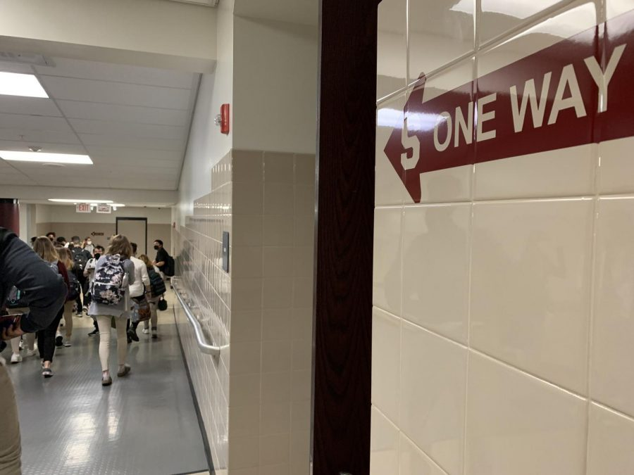 SHS+students++follow+one+way+arrows+in+hallways+to+get+to+class.+