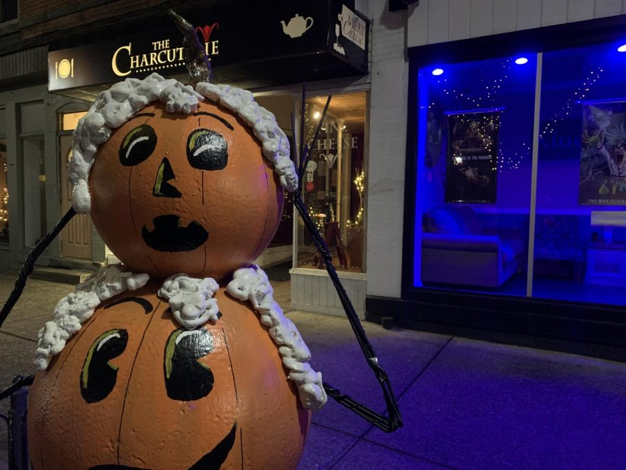 Snowman outside of Klues Escape Room and The Charcuterie.