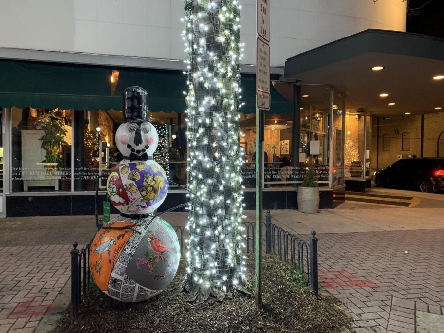 Snowman located outside The Renegade Winery facing out onto Main Street