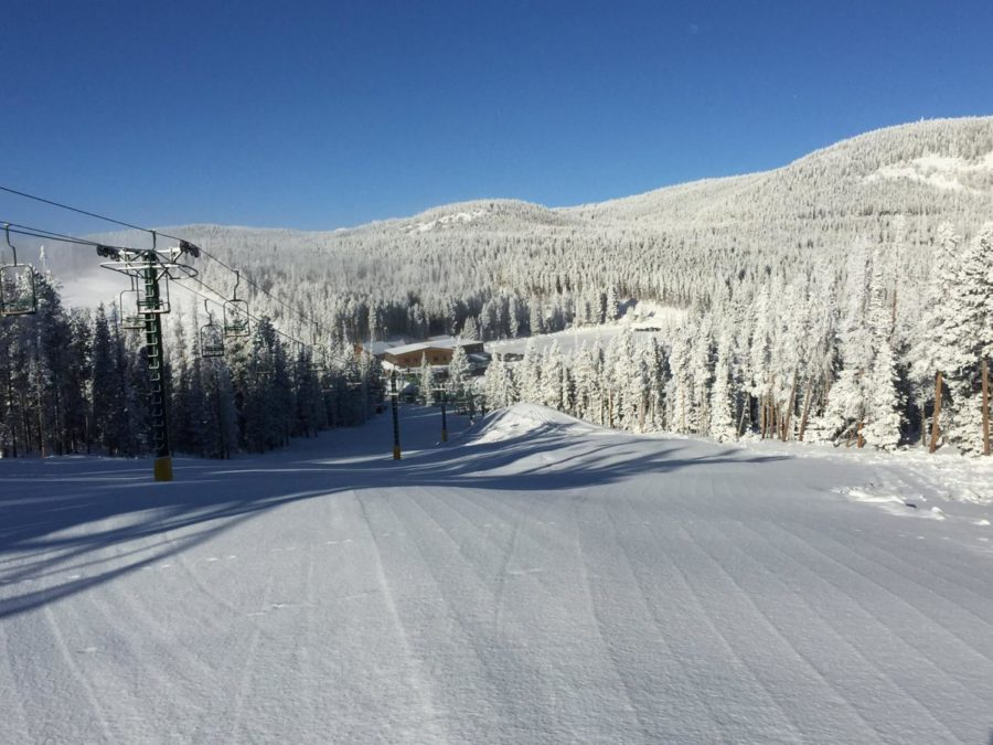 The+mountains+are+covered+with+fresh+snow+and+ready+for+skiers.+
