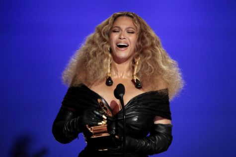 Beyoncé holding her 25th award at the 63rd annual GRAMMYs